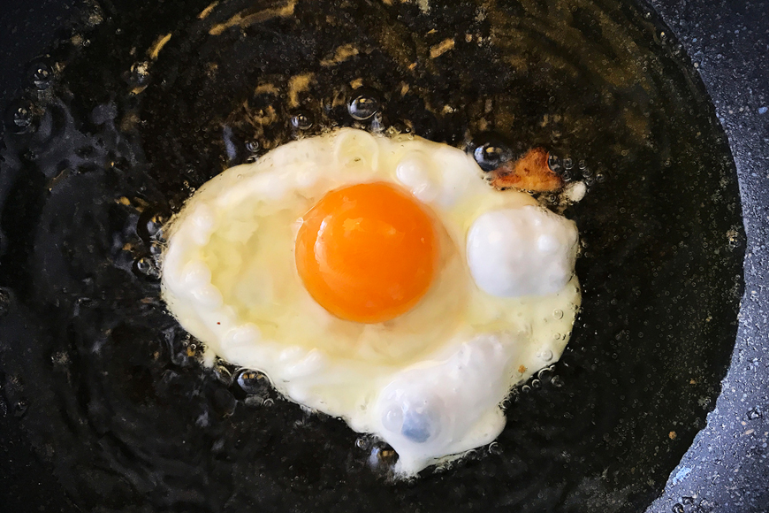 how to make perfect fried eggs over easy